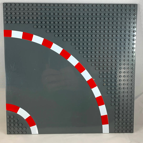 LEGO®-compatible racetrack plate, curved