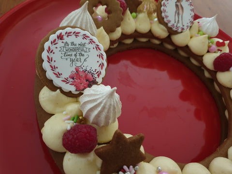 Christmas Wreath Cookie Cake with Mini Meringues