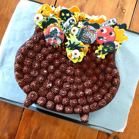 Image of completed cauldron cake