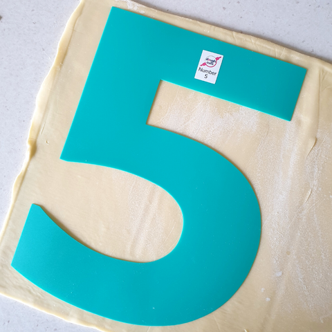 Number 5 Cookie Cake Template On Pastry