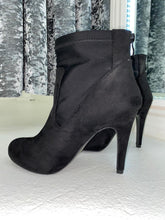 Load image into Gallery viewer, Black Heeled Ankle Boots