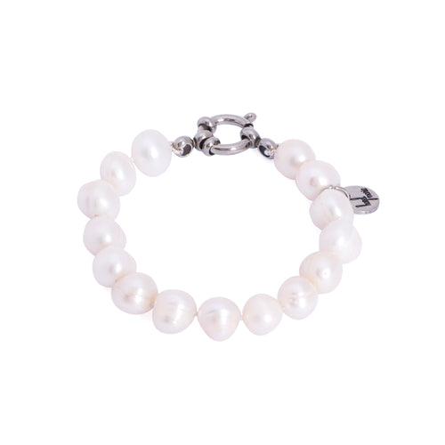 Natural and genuine white pearls, authentic pearls, real pearls, natural color