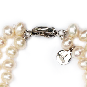 Hazel & Marie: Cultured pearl bracelet with two strands zoomed in