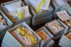 Hazel & Marie: Cultured Pearl bracelet twisted in natural with box