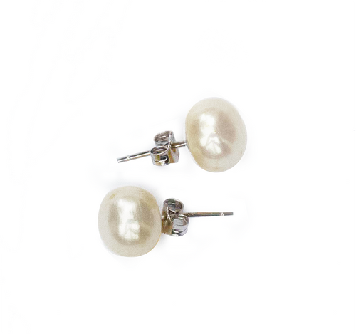 Hazel & Marie: Cultured Pearl large stud earrings in natural pearl