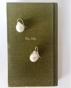 Oyster Drop Pearl Earrings in Natural