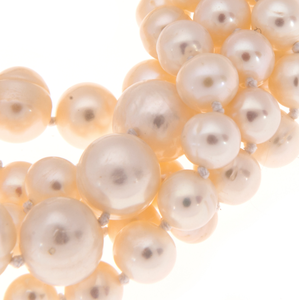 Hazel & Marie: Cultured Pearl bracelet with 5 strand twisted in natural detail