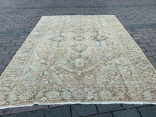 Load image into Gallery viewer, Semi Antique Persian Heriz Rug 8.5'x11.7'