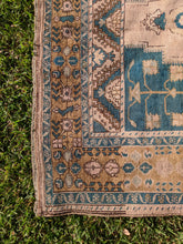 Load image into Gallery viewer, Vintage Turkish Taspinar Rug