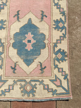 Load image into Gallery viewer, Vintage Turkish Milas Runner 2.5'x8.3'