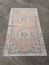 Load image into Gallery viewer, Vintage Turkish Rug 3.3'x6'