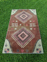 Load image into Gallery viewer, Vintage Turkish Rug 3.8'x6.6'