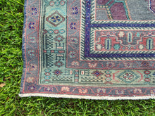 Load image into Gallery viewer, Vintage Turkish Rug