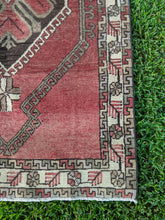 Load image into Gallery viewer, Vintage Turkish Rug 3.4'x6.4'