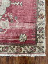 "Load image into Gallery viewer, Vintage Turkish Yastik Rug 27""x28"""