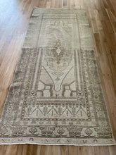 Load image into Gallery viewer, Vintage Turkish Runner 4.8'x 9.8'