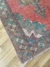 Load image into Gallery viewer, Vintage Turkish Konya Rug 5'x10.6'