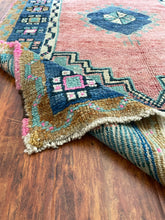 "Load image into Gallery viewer, Vintage Turkish Konya Rug 3'5""x5'2"""