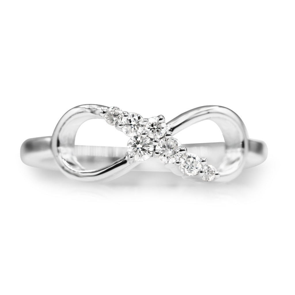 Brilliant 14K White Gold Round Brilliant Cut Love Crossing Diamond Ring