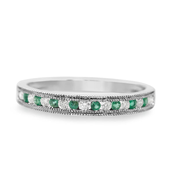 Diamond And Emerald Band In 10 Karat White Gold ( 0.13ct dtw / 0.11ct emr tw )