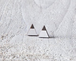 Mountain White Black Stud Earrings