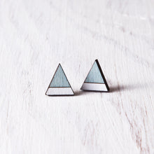 Load image into Gallery viewer, Wooden Mountain Blue White Stud Earrings