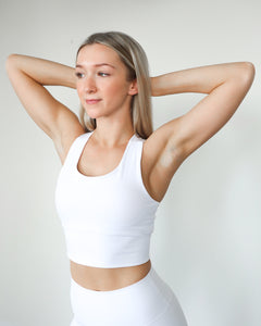 PERFORMANCE CROP TOP- WHITE