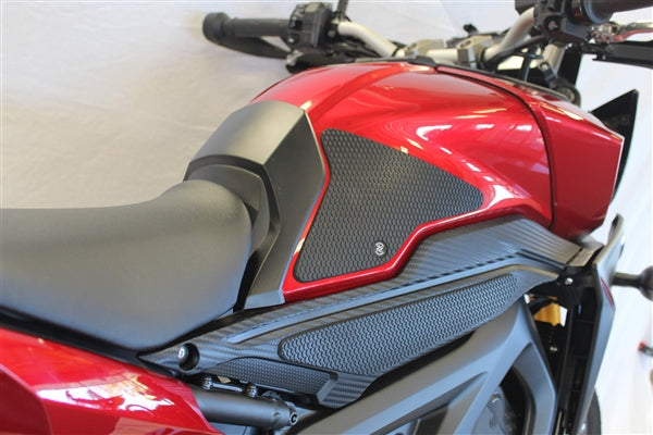 TechSpec SnakeSkin Set for Yamaha FJ-09; right, left tank grips