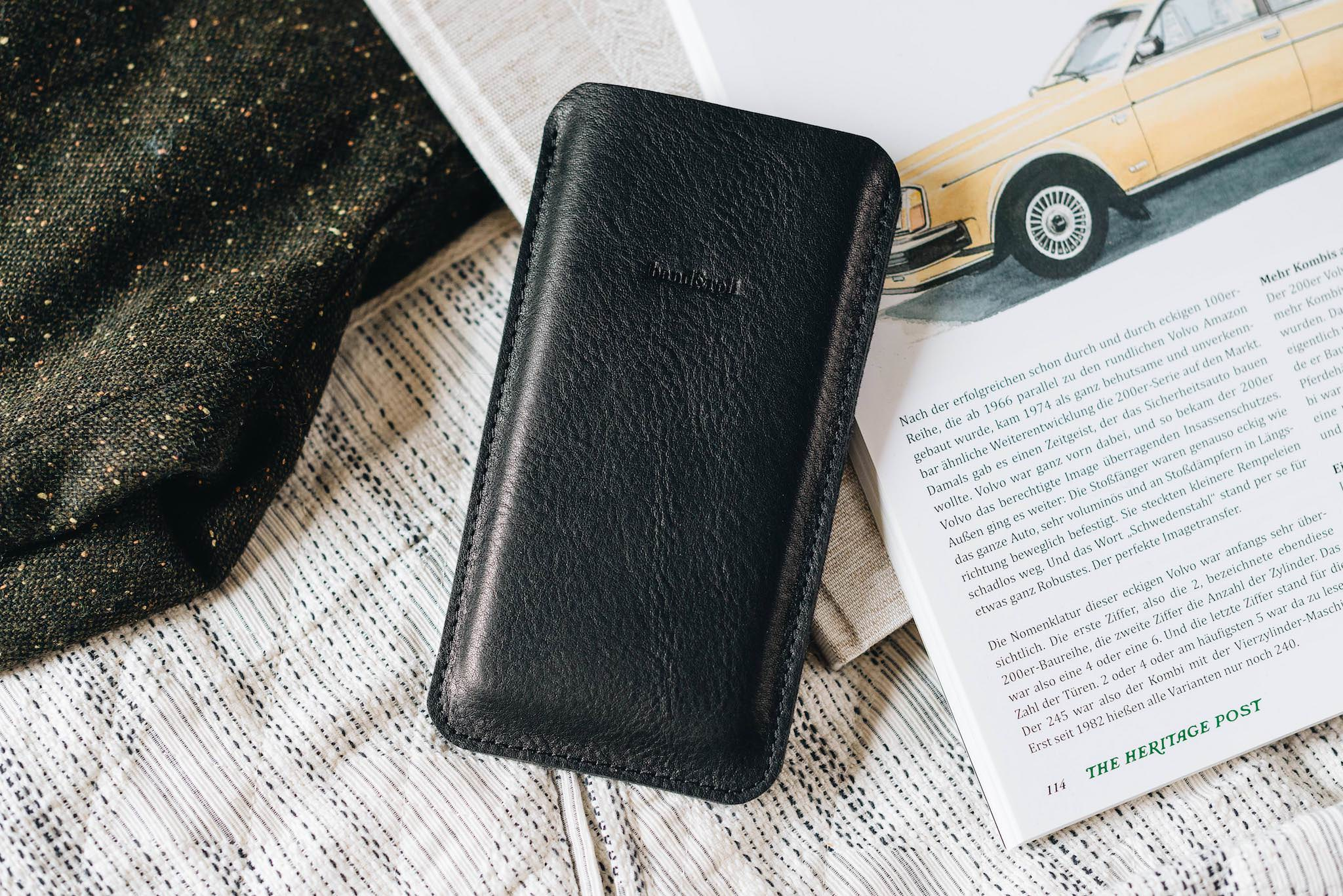 "Leather phone case ""Dandy"" - band&roll"