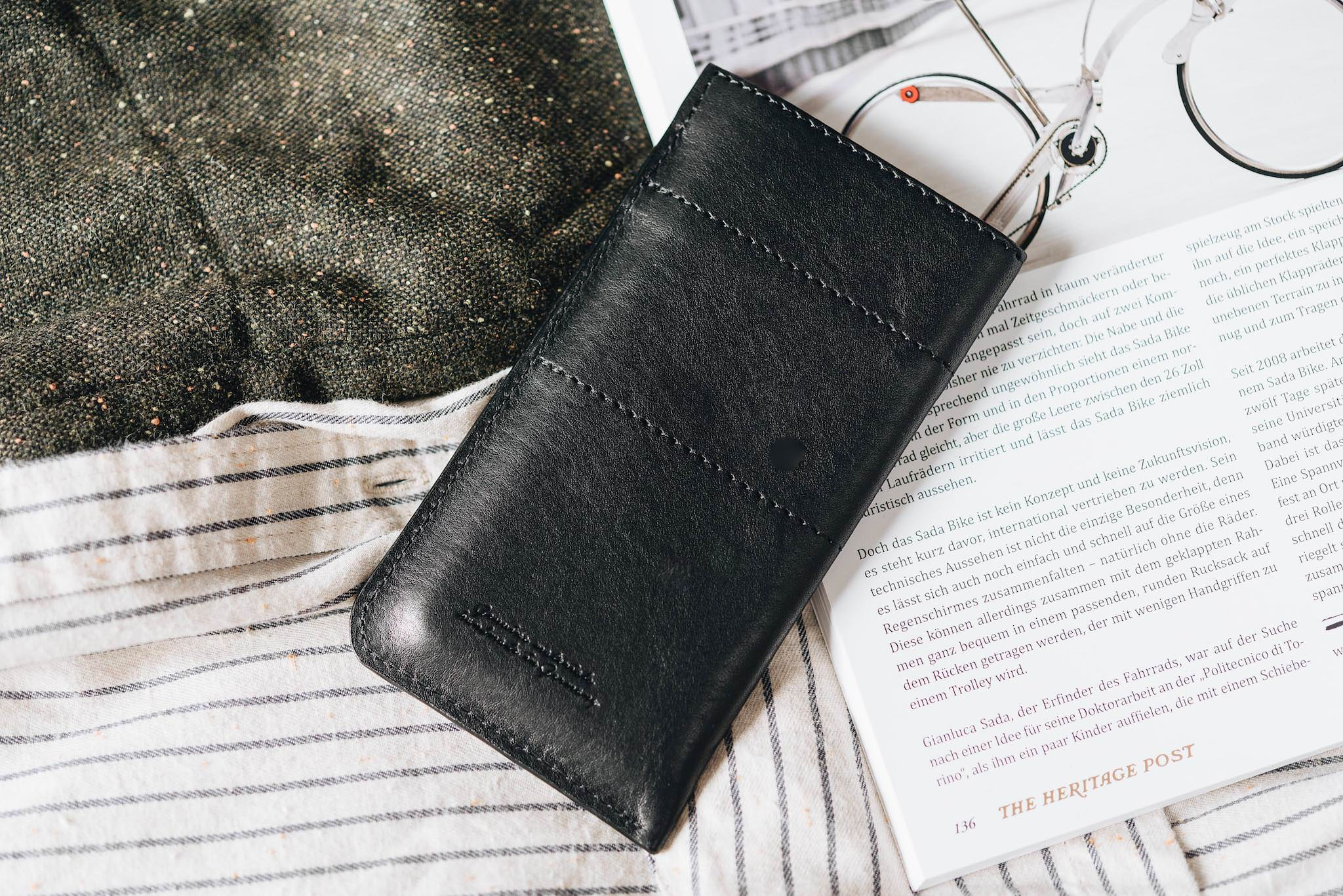 "Leather phone case ""Slick"" - band&roll"