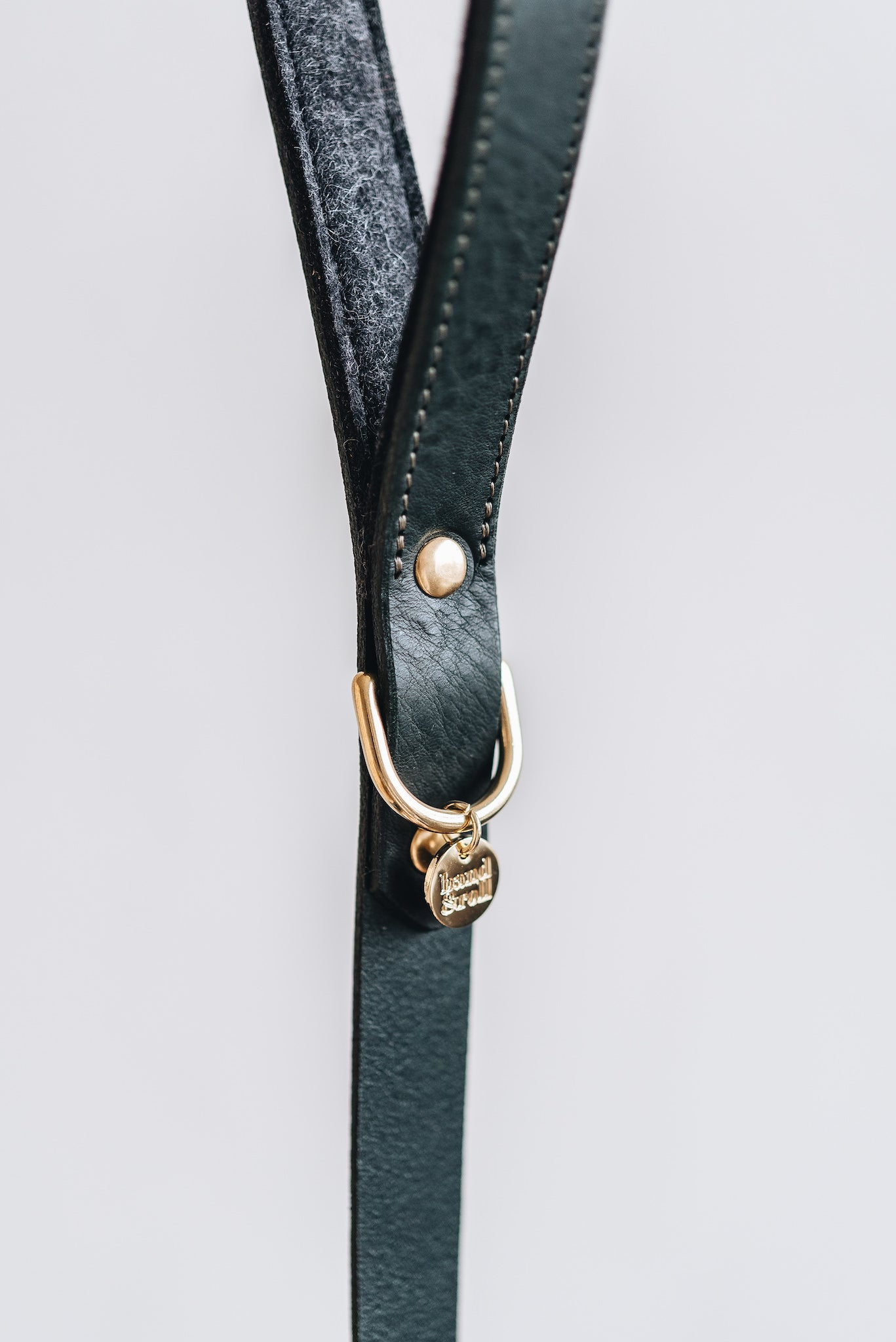 "Short leather leash ""Hitch"" - band&roll"