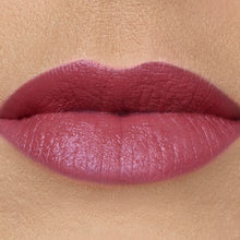 Afbeelding in Gallery-weergave laden, Triple Luxe Long Lasting Naturally Moist Lipstick™ ROSE