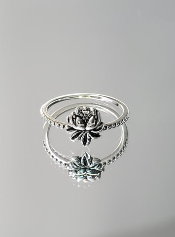 Sterling Silver Lotus Flower Ring - www.emmavera.com