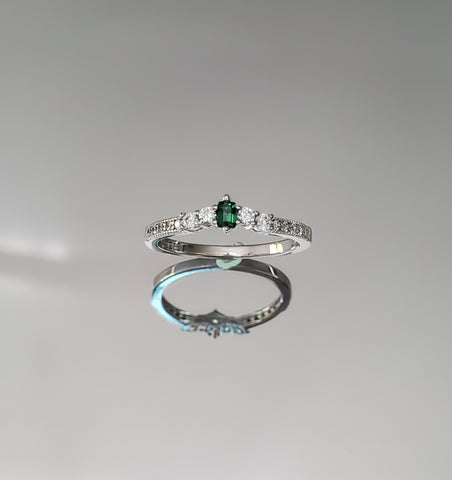 Dainty Simple Emerald Ring - www.emmavera.com