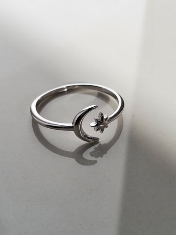 Crescent Moon & Star Ring - www.emmavera.com