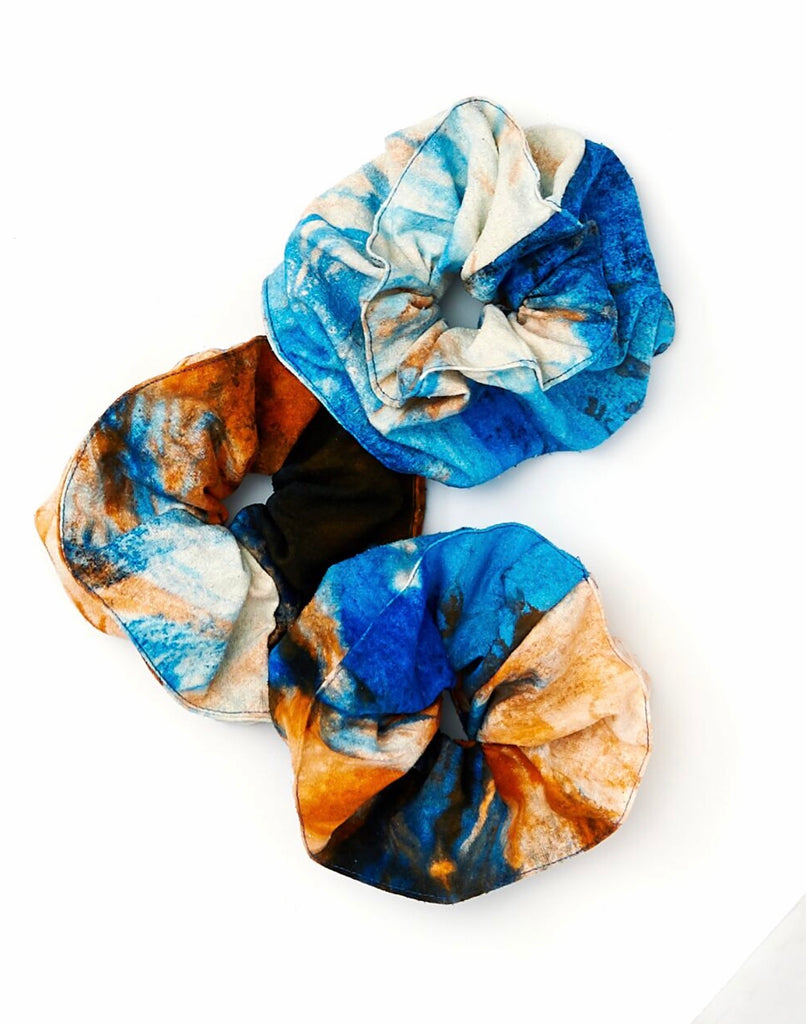 Scrunchie in Mars Raw Silk