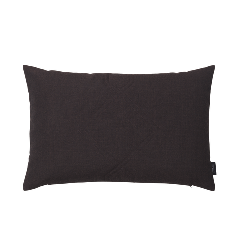 Cotton velvet cushion in the color remix bordeaux.
