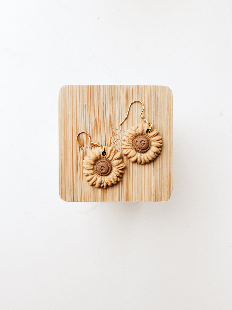 SAIGE COLLECTIVE DAISY EARRINGS