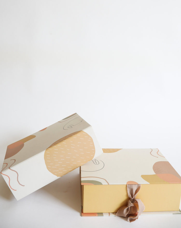 Abstract | Medium Gift Box