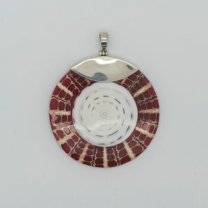 Load image into Gallery viewer, Bali Shell Pendant
