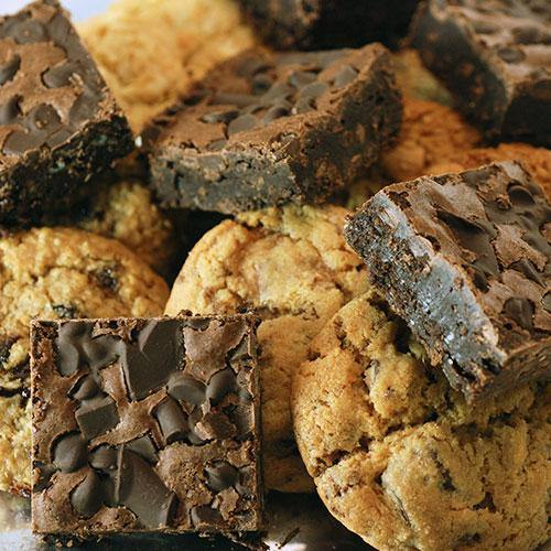 Fresh Baked Chocolate Chip Brownies and Soft-Baked Cookie Tray (18 Pieces) - Poppie's Dough