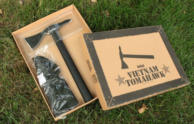 United Cutlery Black Vietnam Tomahawk Package