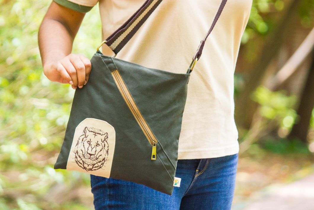 Lion Face Small messenger bag