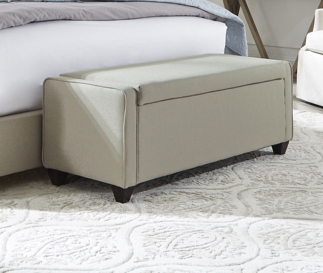UPHOLSTERED BEDS BED BENCH by Liberty Furniture