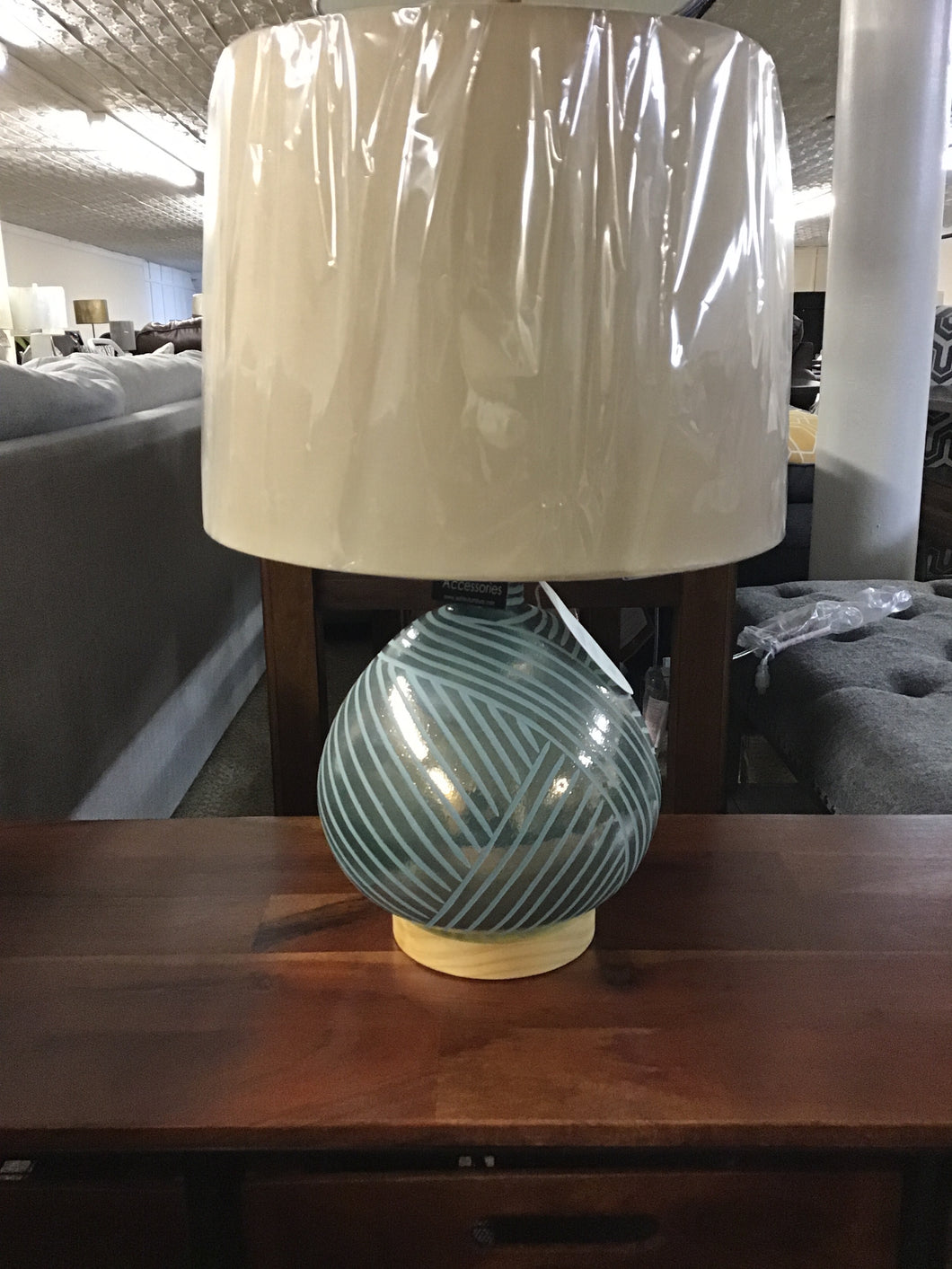 JENARO TABLE LAMP by Ashley Furniture