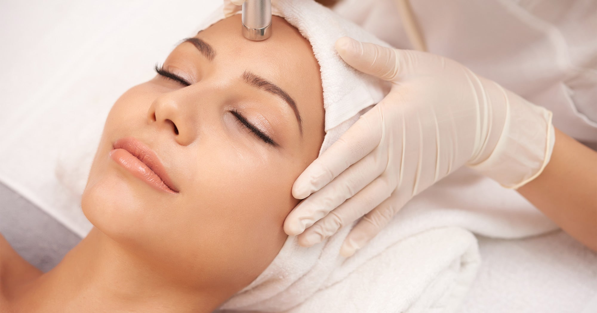 Beauty Procedure training with model and device