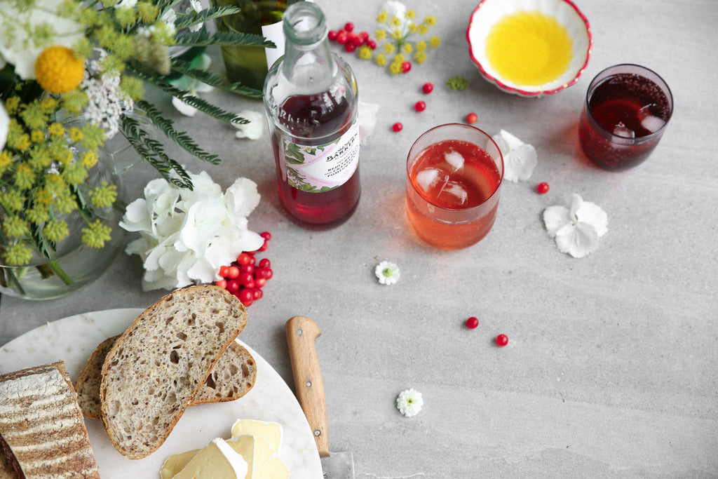 SPARKLING WHITE WINE WITH REDCURRANTS, CRANBERRY AND POMEGRANATE