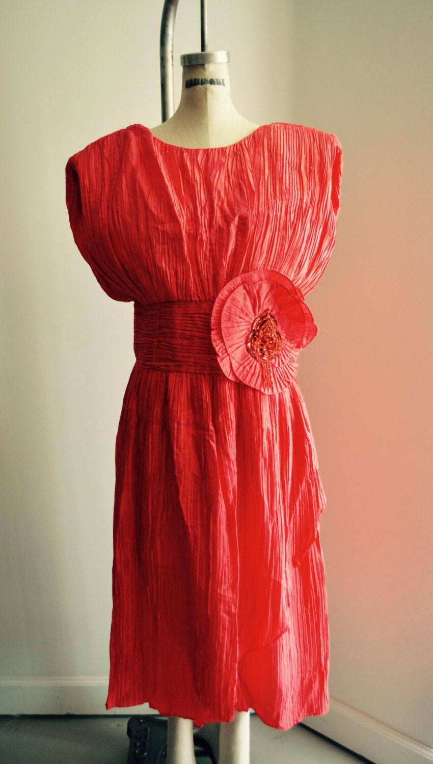 80S Ruffled Pleated Red V Line Shoulder Sequined Flower Dress Cocktail Fashion