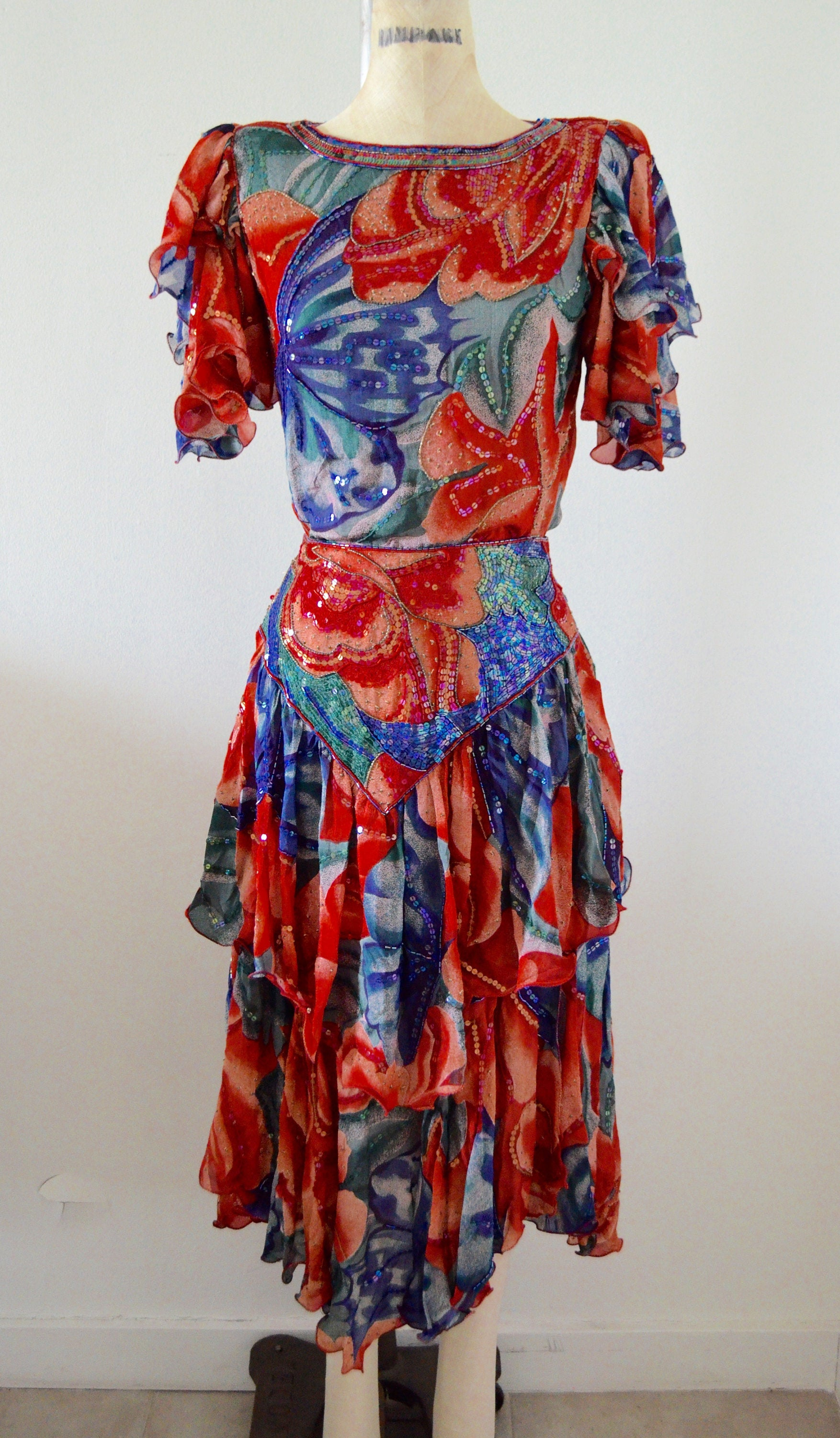 Tropical Garden Silk Set Skirt Pattern Fully Sequined Top Skirt Red, Blue And White Floral Sequin