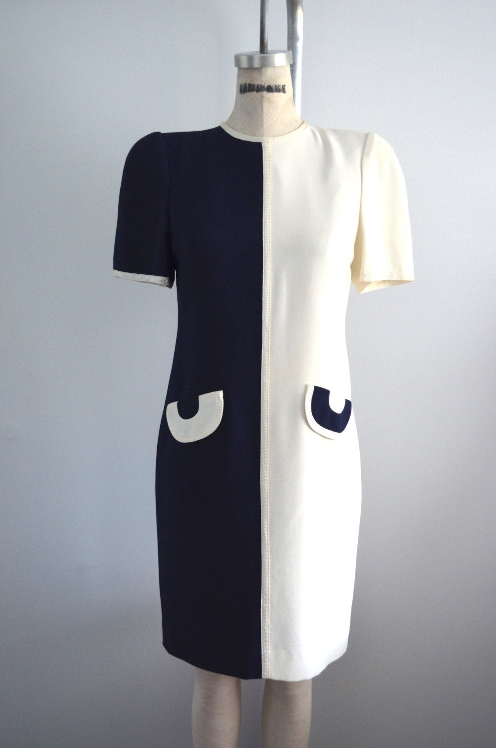 1980S Liz Claiborne Petite Color-Blocked Mod Midi Off Cream & Navy Blue